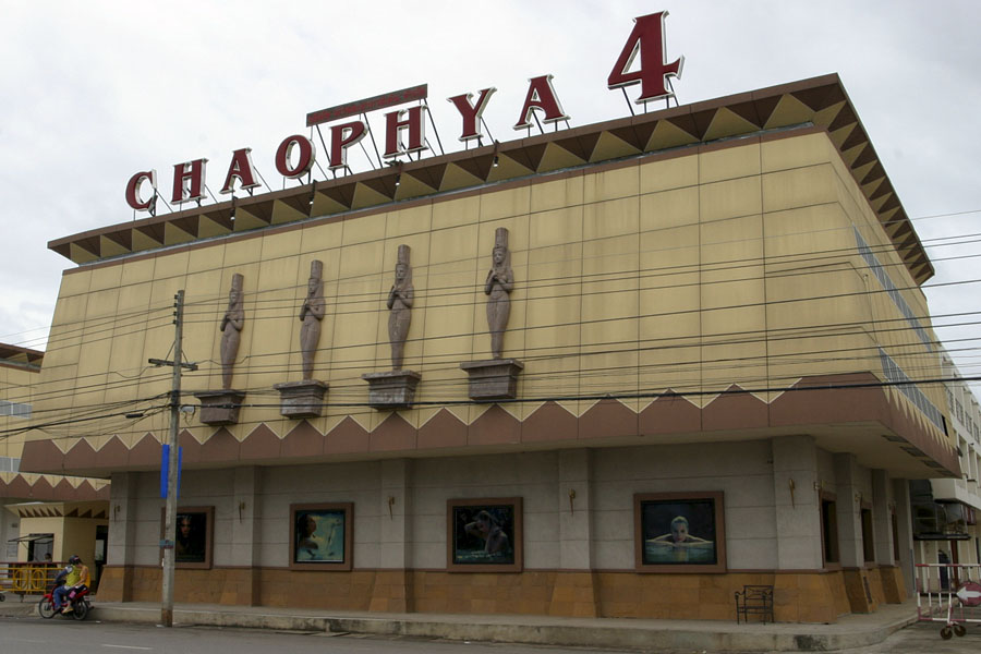 Chaophya 4 in 2004