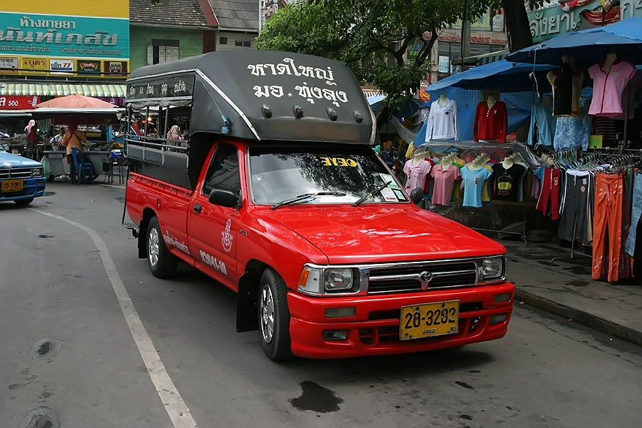Sawng-thaews are a popular form of local transport in Thailand