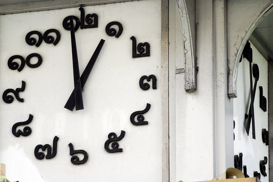 Dirty clock with Thai numbers