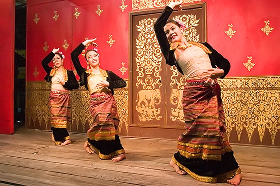 A traditional Thai dancing performance at the Chiang Rai night bazaar