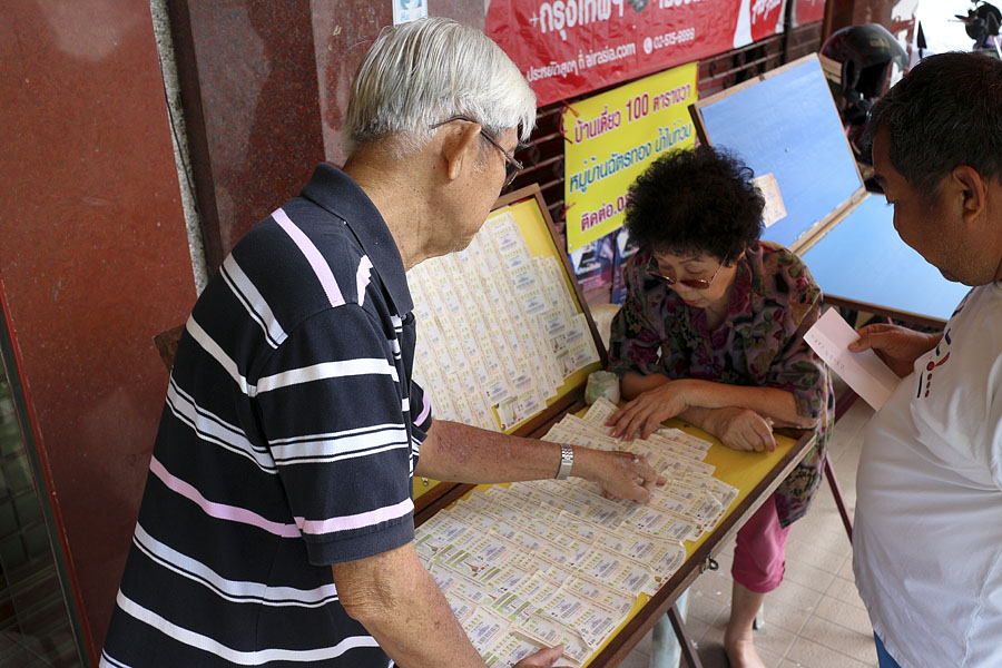 Selecting winning lottery numbers in Thailand