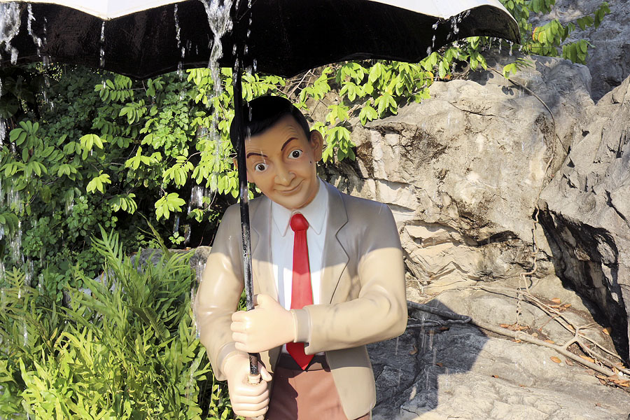 Have your photo taken with Mr Bean at Dream World in Bangkok