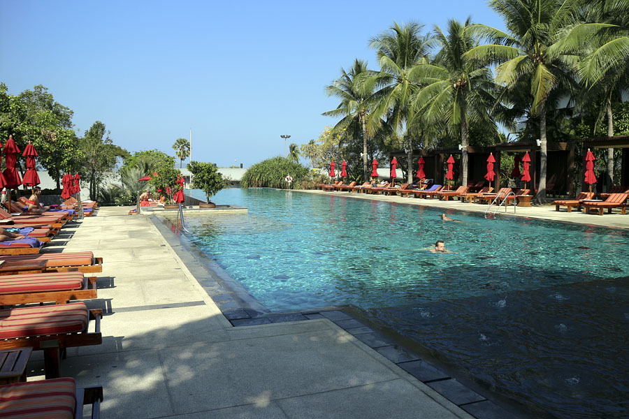 Swimming pool at the Amari Garden Hotel, Pattaya