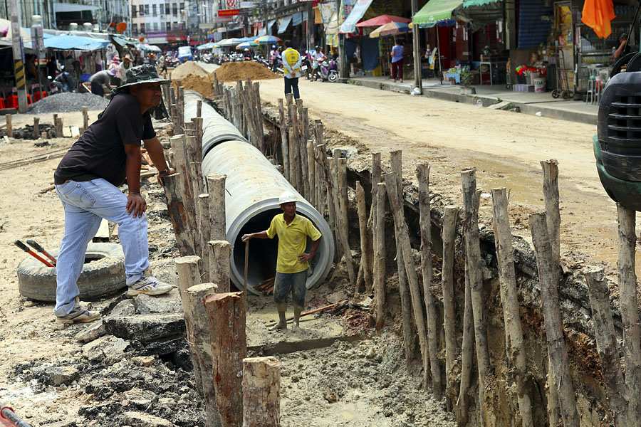 Improved flood defenses in the Hat Yai Plaza area